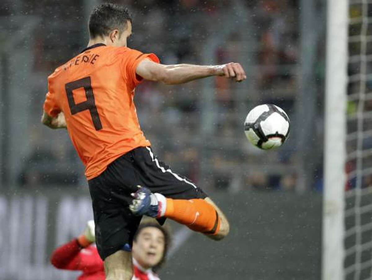 Netherland's Robin van Persie scores during a friendly soccer match against Mexico.