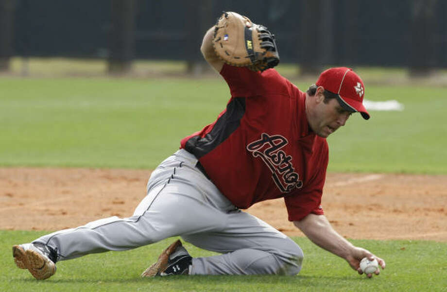 """""""It's not a sharp pain,"""" Lance Berkman said early Friday. """"It's just an achy constant thing."""" Photo: Julio Cortez, Chronicle"""