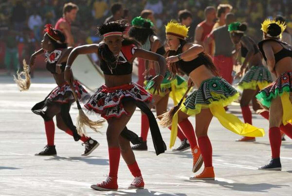 Los contagiosos ritmos sudafricanos fueron el motivo central de la ceremonia inaugural.