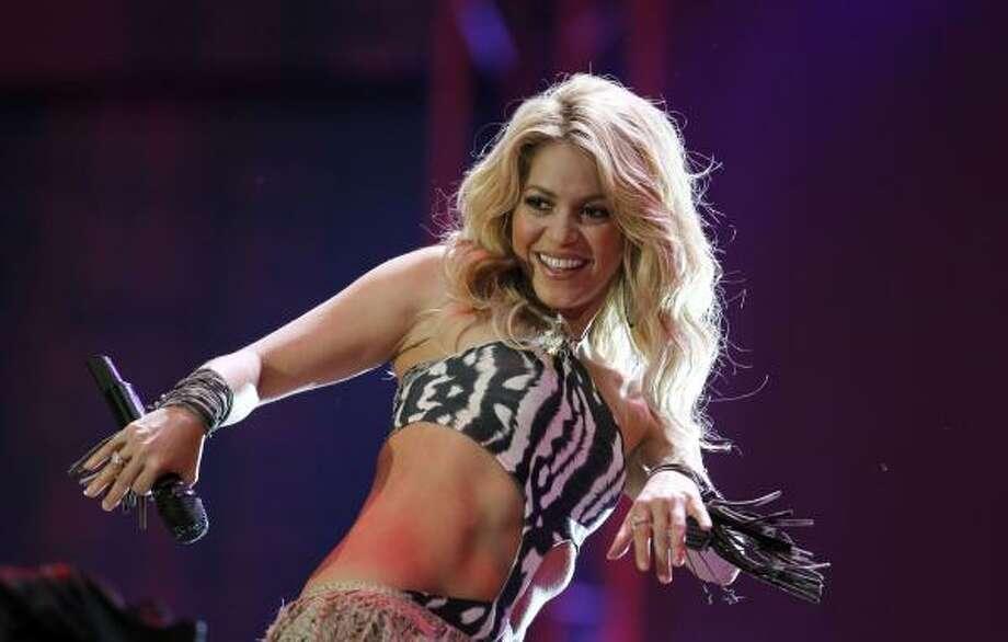La colombiana Shakira cerró el concierto inaugural de la Copa del Mundo. Photo: Hassan Ammar, AP