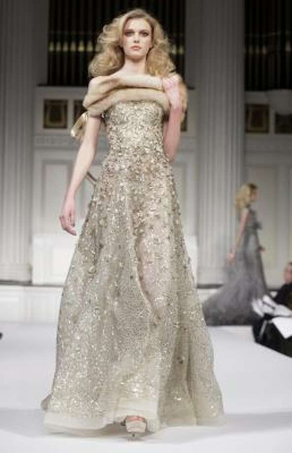 This Oscar de la Renta gown sparkles and shines. Photo: Richard Drew, AP
