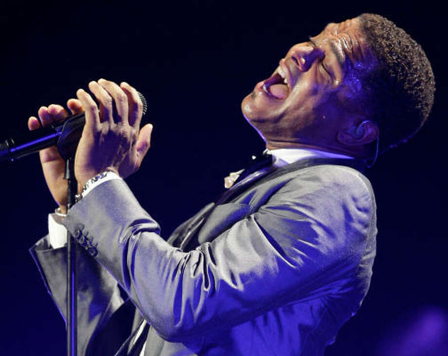 Maxwell performing at Toyota Center in Houston. Photo: Melissa Phillip, Chronicle
