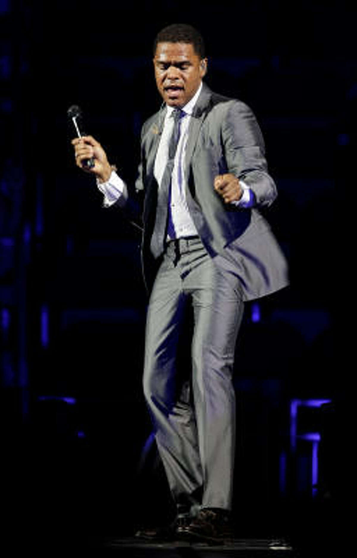 Maxwell performing at Toyota Center in Houston.