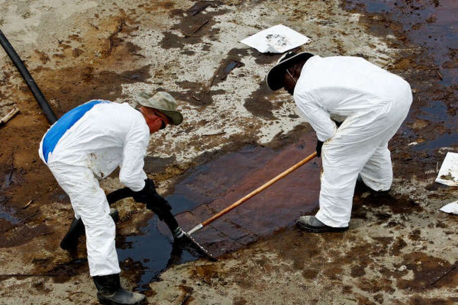 BP Plc contract workers use a vacuum hose to clean oil from the beach at Grand Isle State Park in Grand Isle, Louisiana, U.S., on Sunday, June 6, 2010. The biggest oil spill in U.S. history, which began when BP Plc's Deepwater Horizon rig exploded on April 20, has soiled about 140 miles (225 kilometers) of coastline, halted new exploratory deep-water drilling in the Gulf of Mexico and shut down a third of its fishing areas. Photographer: Derick E. Hingle/Bloomberg Photo: Derick E. Hingle, Bloomberg