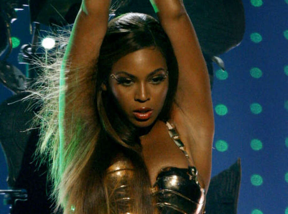 Beyonce says she has a weakness for her mother's soul food, but slims down for bikini shots with six daily mini-meals of fruit and protein. For tours she works out 5 days a week including running 6 miles. Photo: Kevork Djansezian, AP