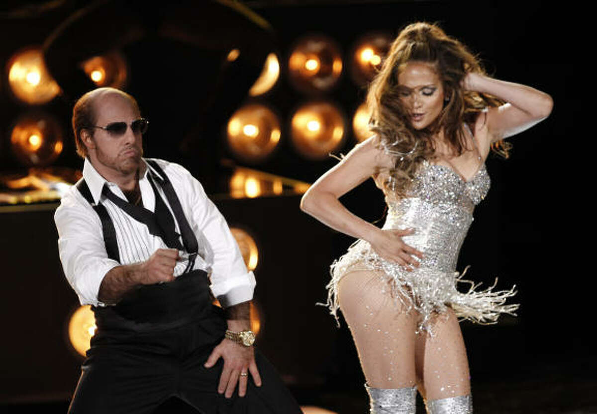 Tom Cruise, left, and Jennifer Lopez got the crowd moving at the MTV Movie Awards in Universal City, Calif.