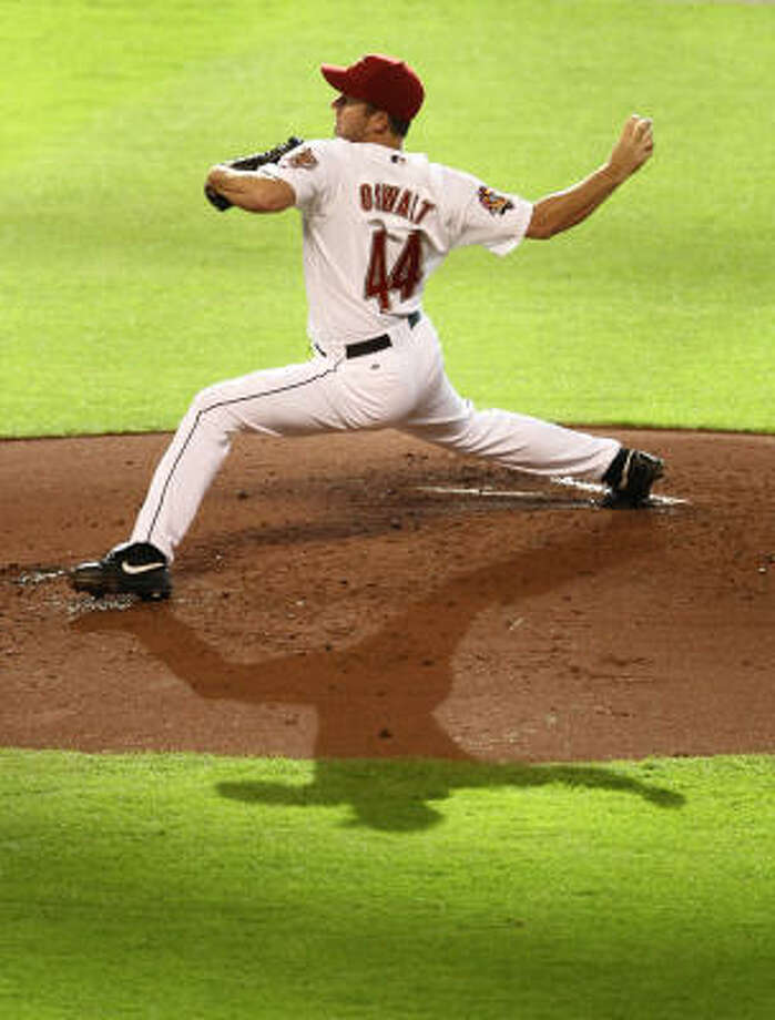 Roy Oswalt winds up for a pitch in the second inning. Photo: Nick De La Torre, Chronicle