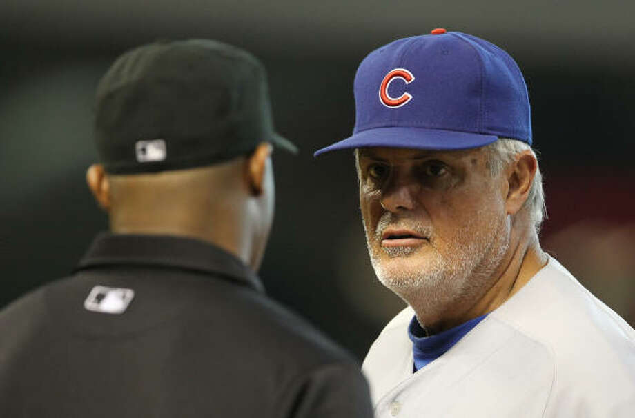 Cubs manager Lou Piniella argues with first base umpire Alan Porter about a safe call for Michael Bourn in the fifth inning. Photo: Nick De La Torre, Chronicle