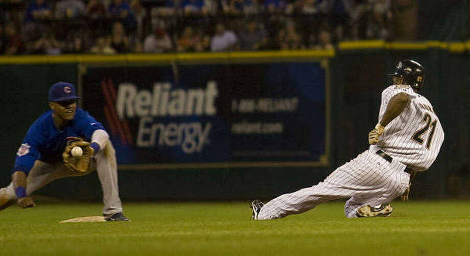Astros center fielder Michael Bourn slides for second base in the fifth inning. Photo: Yasmeen Smalley, Chronicle