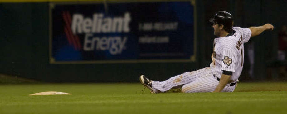 Astros first baseman Lance Berkman (17) slides in to second base in the seventh inning. Photo: Yasmeen Smalley, Chronicle