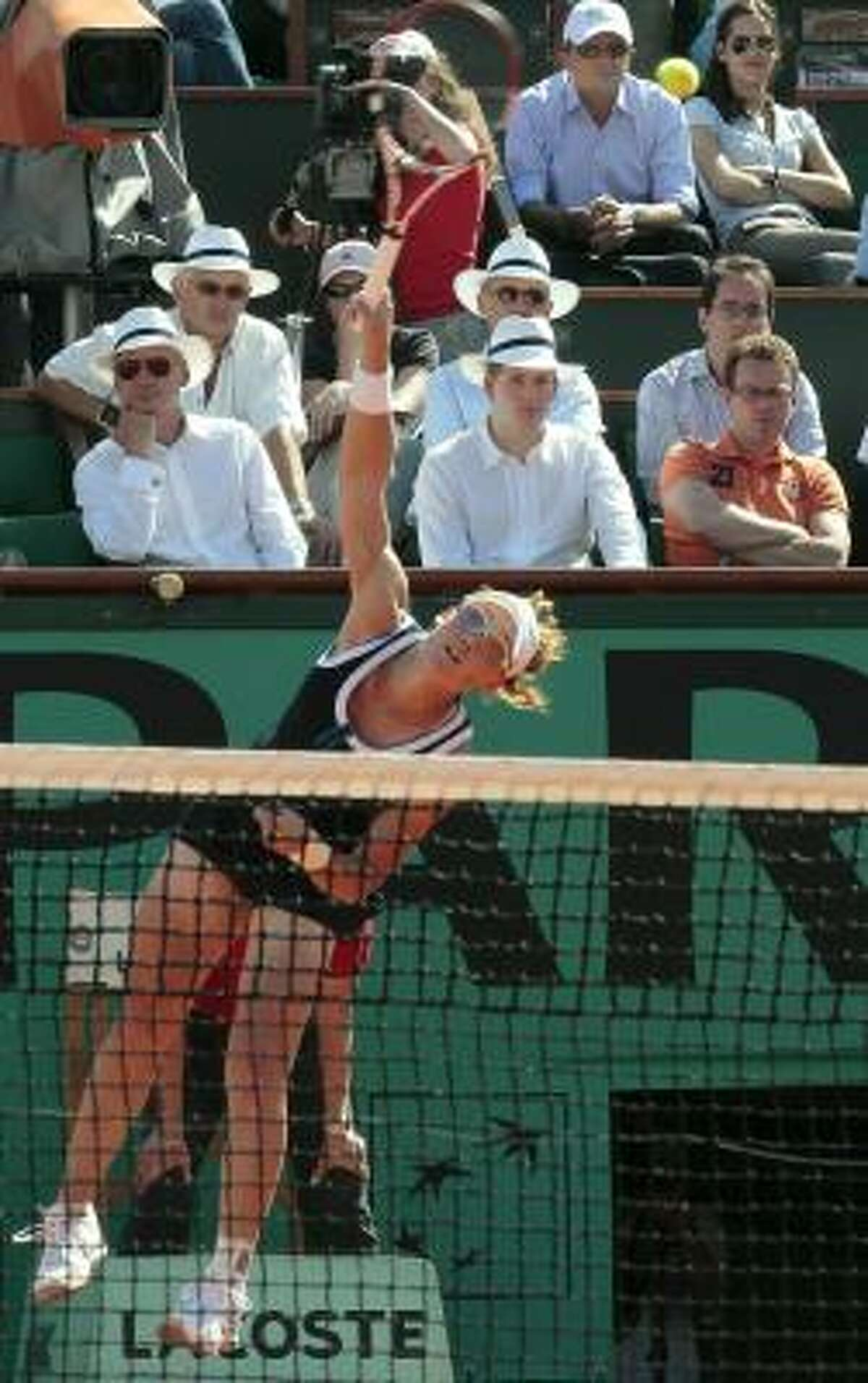 The No. 7-seeded Stosur won with the same big serve and booming forehand that helped her upset four-time French Open champion Justine Henin and 12-time Grand Slam winner Serena Williams this week.