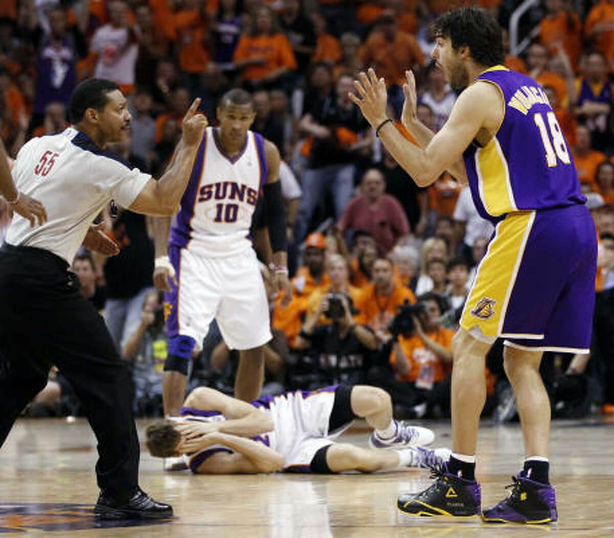Referee Bill Kennedy, left, calls Lakers guard Sasha Vujacic, right, for a flagrant foul against Suns guard Goran Dragic, bottom, in the second half.