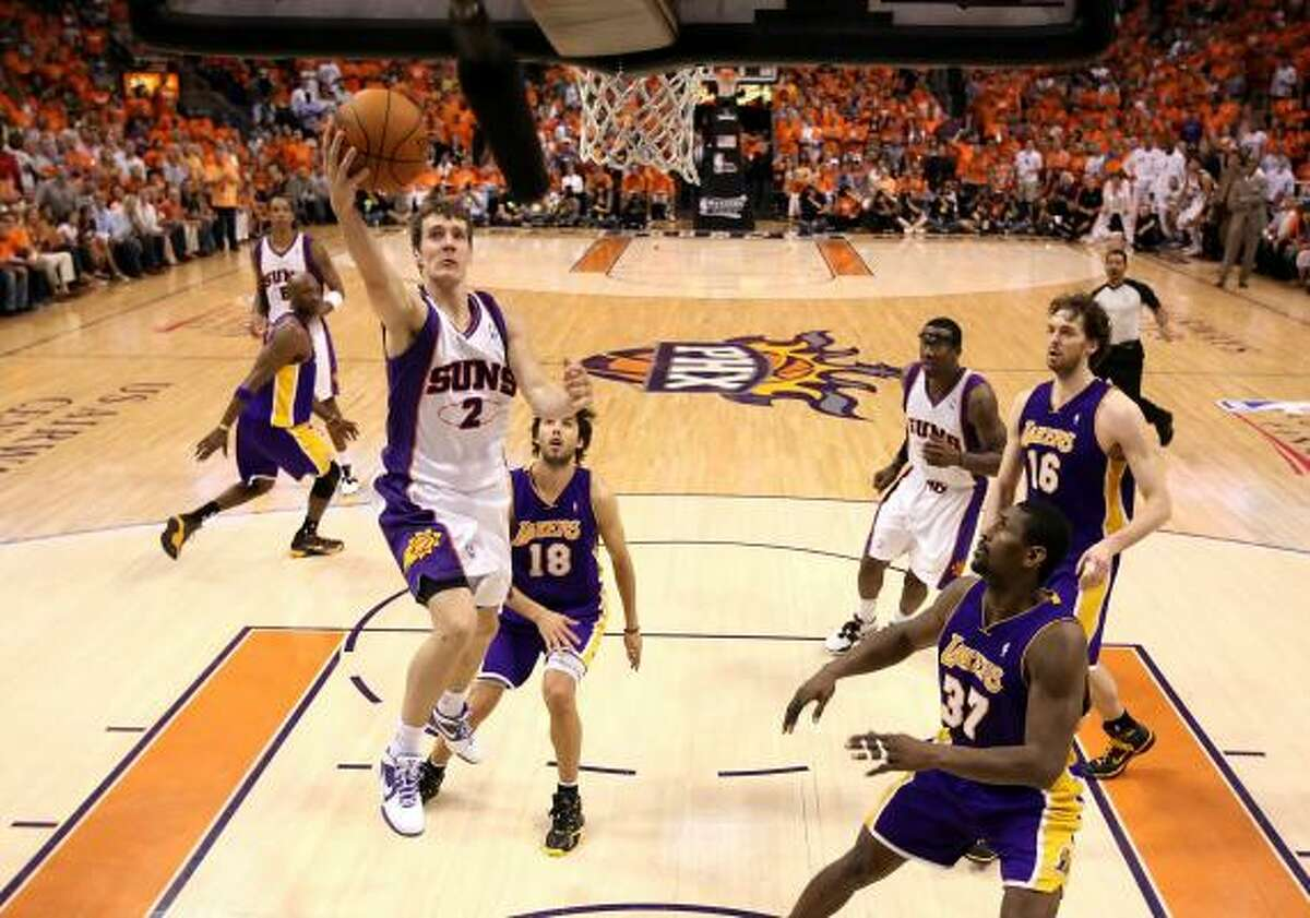 Suns guard Goran Dragic lays up a shot.