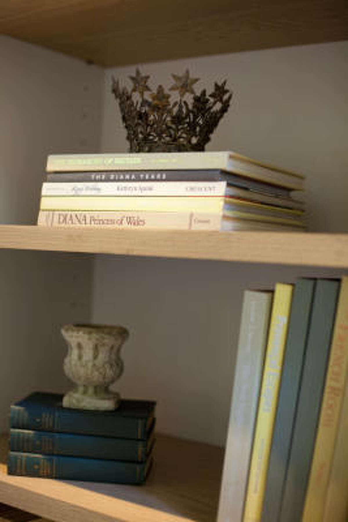 Family keepsakes and books are displayed in the living room.