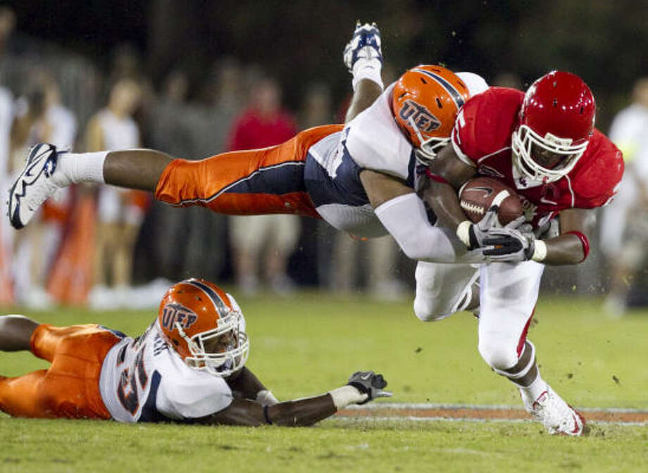 Bryce Beall broke through UTEP's defense for runs of  43, 35 and 31 yards Friday night. Photo: Nick De La Torre, Chronicle
