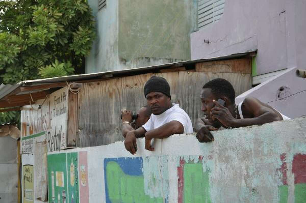 Residents follow street battles in the Trench Town neighborhood of Kingston, Jamaica, May 24, 2010.