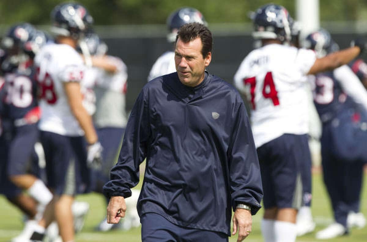 Texans coach Gary Kubiak evaluates his team during Tuesday's workouts.