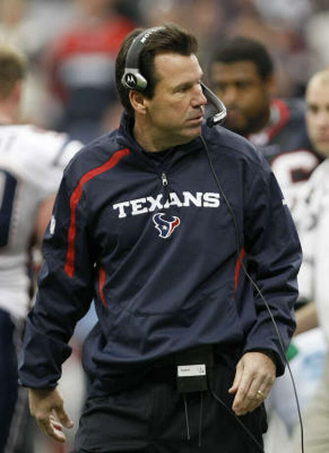 Texans coach Gary Kubiak led the Texans to their first winning season with Sunday's 34-27 victory over the Patriots. Photo: Nick De La Torre, Chronicle
