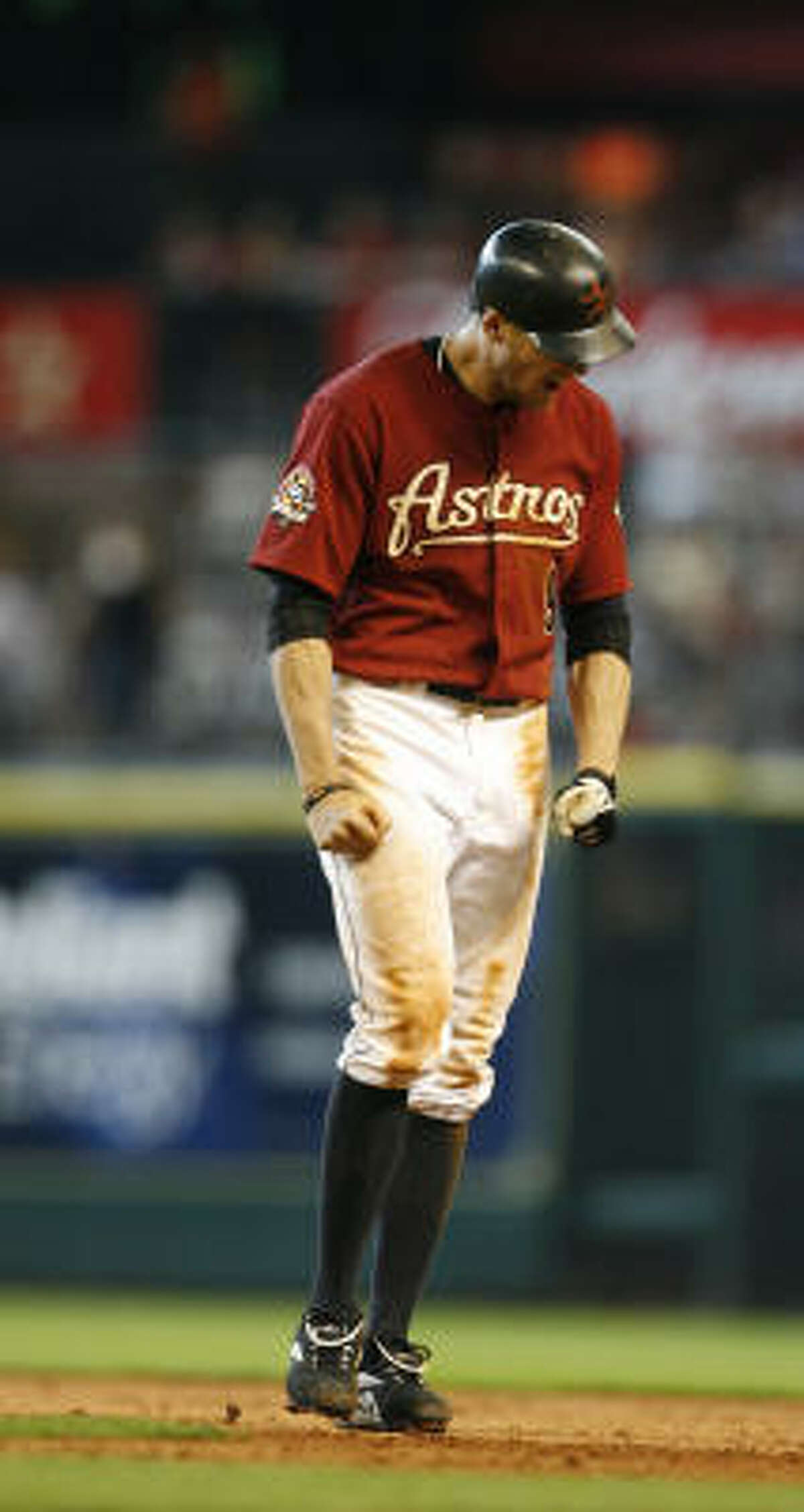 Hunter Pence shows his frustration after flying out to end the game.
