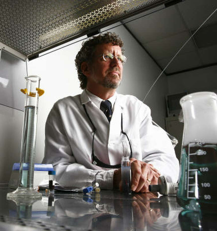 "Jon Schwartz, the scientist leading the study investigating whether nanoparticles will be a good treatment for brain cancer, says Nanospectra Biosciences is trying to help patients ""for which there are presently a lot of bad options."" Photo: Michael Paulsen, Chronicle"