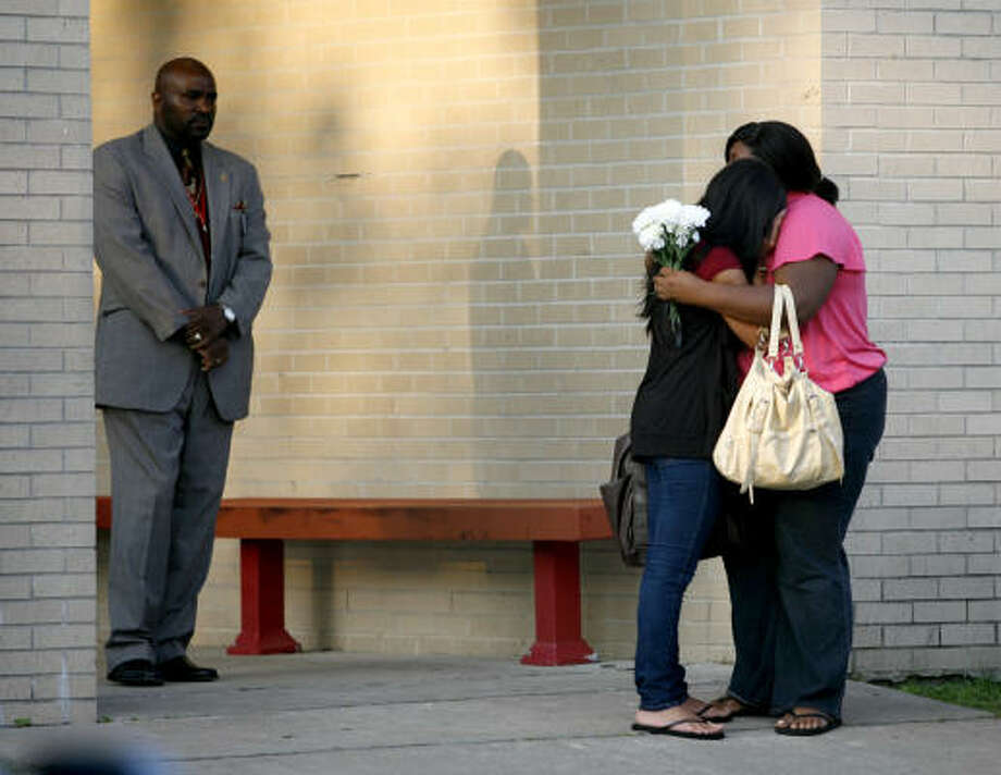 Bellaire High School students stop and hug on the sidewalk as they walk to class, Monday, May 17, 2010, a day after Bellaire High School basketball standout Tobi Oyedeji died in a car accident early Sunday morning. Photo: Karen Warren, Chronicle