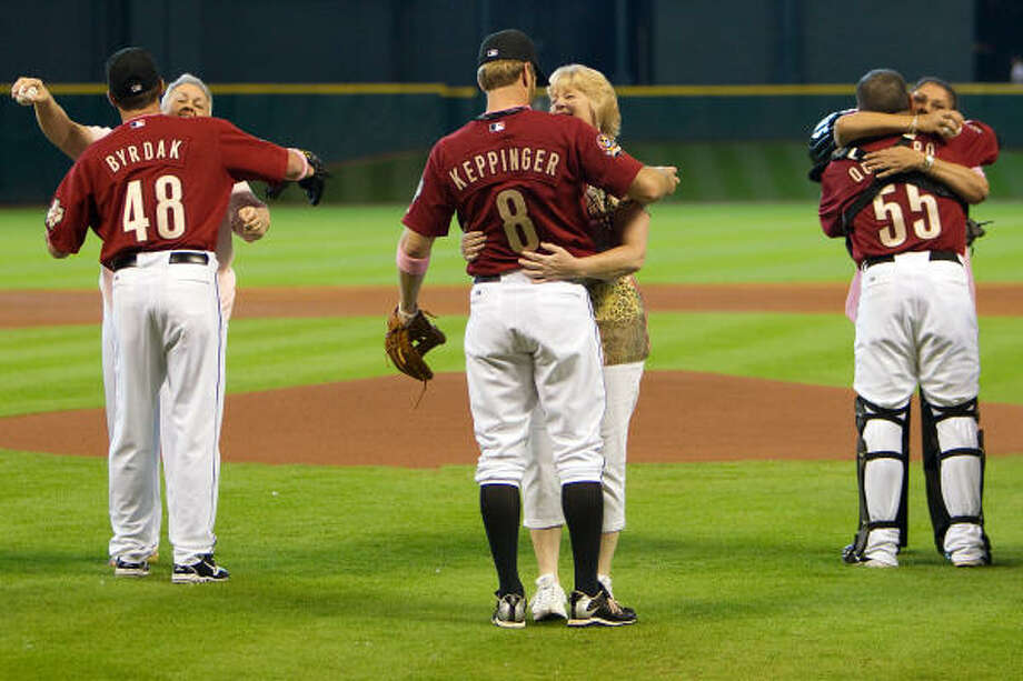 Astros players hug their moms after the ceremonial first pitch. Photo: Smiley N. Pool, Chronicle