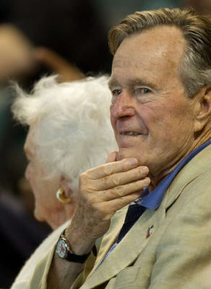 Former President George H.W. Bush and his wife, Barbara, take in Friday's game. Photo: Smiley N. Pool, Chronicle