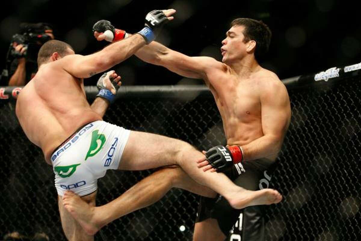 Lyoto Machida, right, fights Mauricio Rua in their light heavyweight title bout.