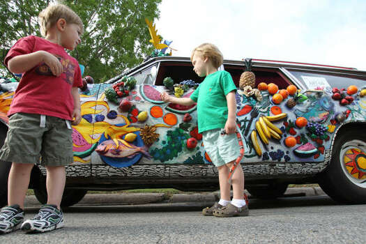 Houston residents Jake Miers, left, and Nicolas Gioco, both 3, get a better look at an entry in Saturday's Art Car Parade. Photo: Nick De La Torre, Chronicle