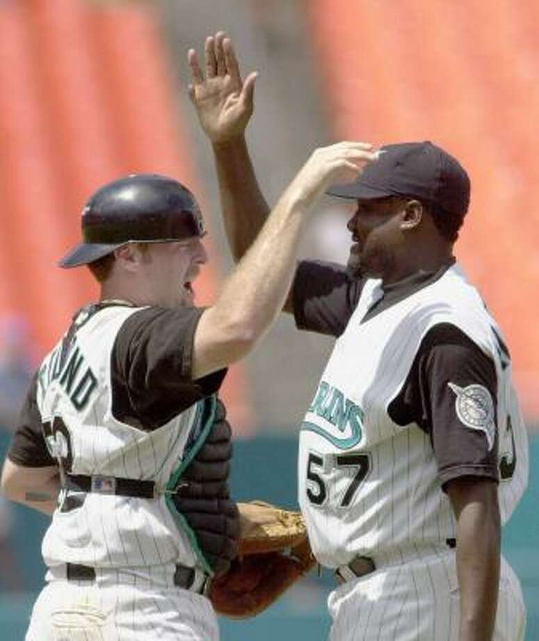 Baseball pitcher Antonio Alfonseca, right, has six fingers on each hand and six toes on each foot. Photo: ALAN DIAZ, AP