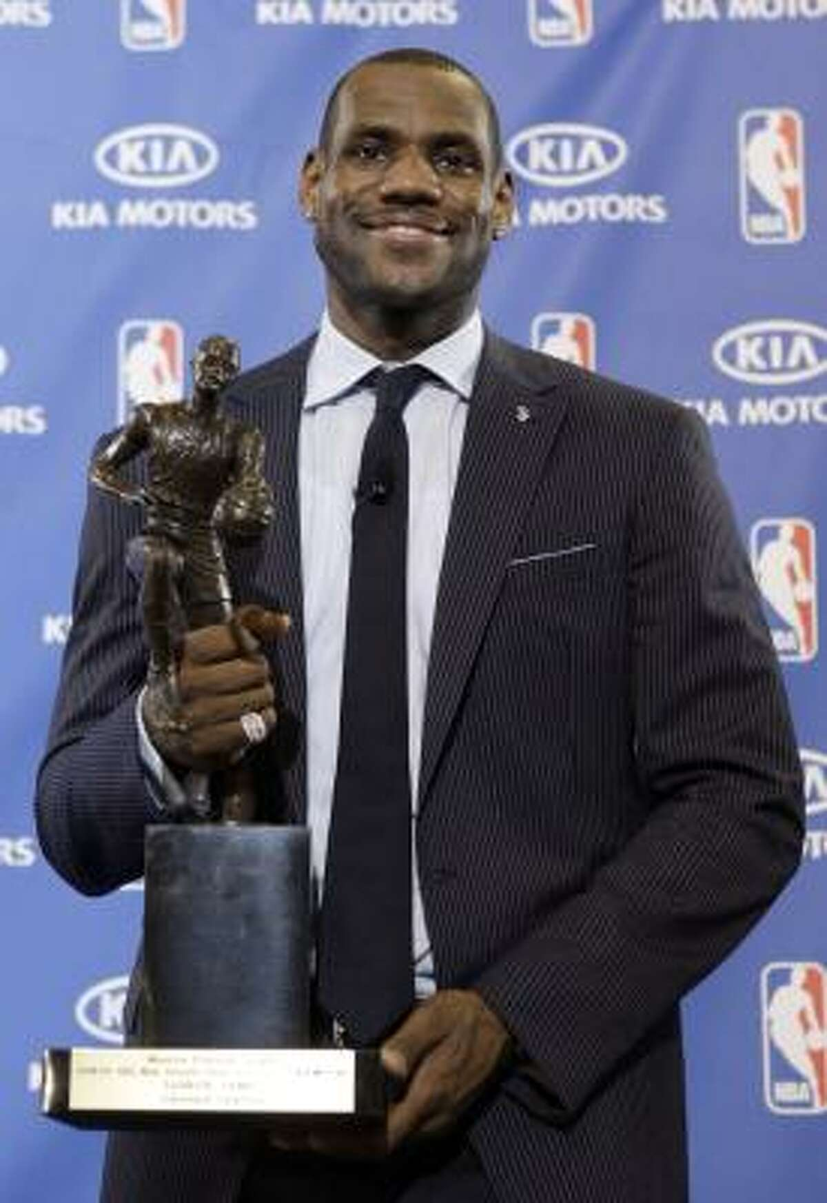 2009: LeBron James, Cleveland Cavaliers LeBron James won his first NBA MVP award after averaging 28.4 points, 7.6 rebounds and 7.2 assists per game. James and the Cavaliers had the best record in the NBA during the 2008-09 season as well (66-16).