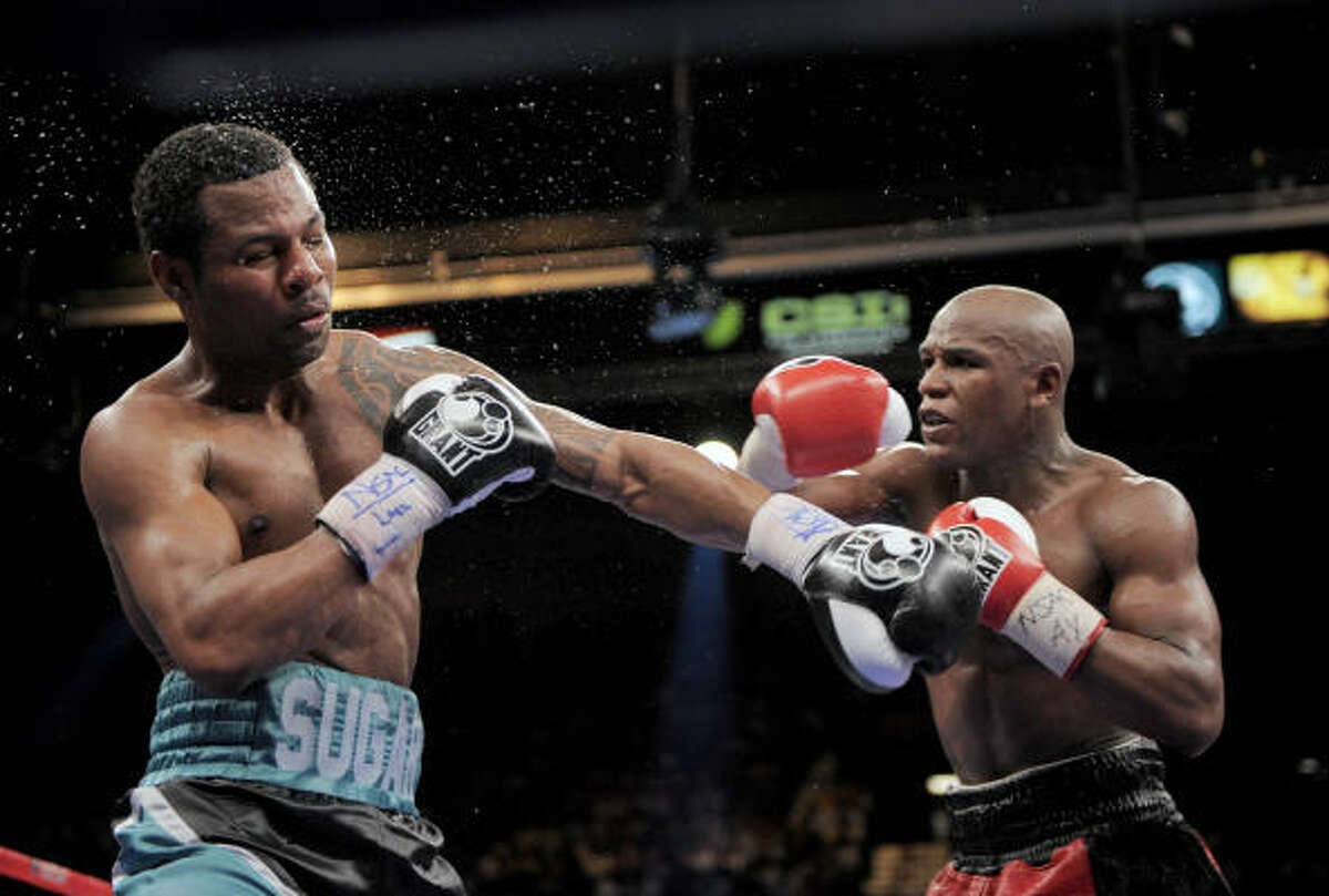 Floyd Mayweather Jr., right, lands a punch against Shane Mosley.