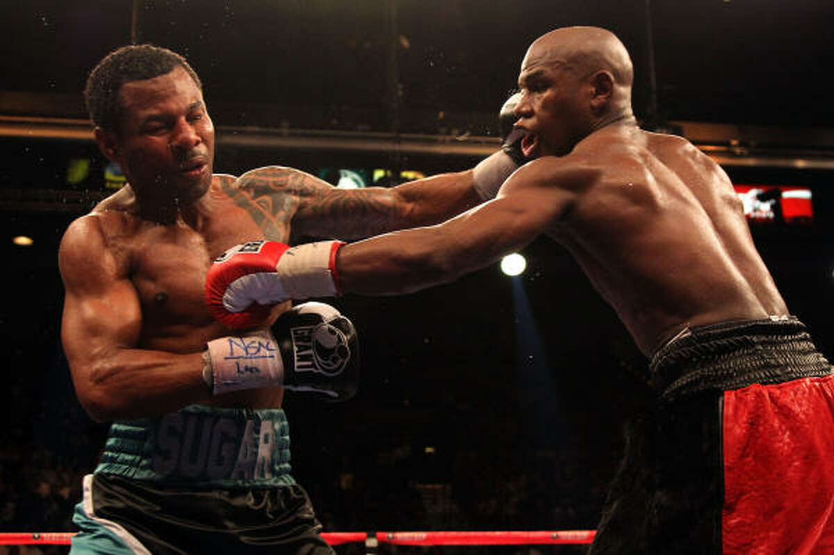Floyd Mayweather Jr. and Shane Mosley exchange blows.