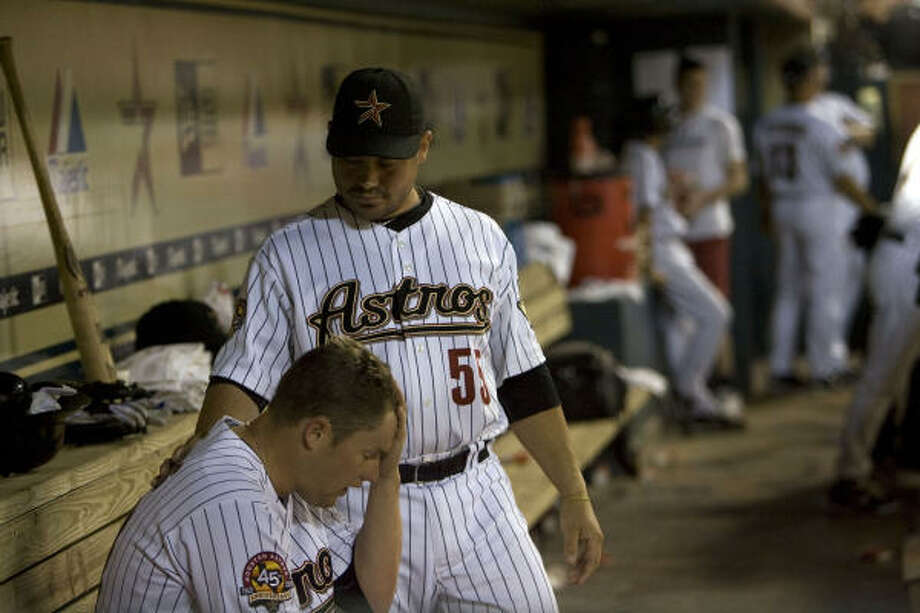Astros starting pitcher Bud Norris is comforted by catcher Humberto Quintero after being was taken out of the game in the sixth inning. Photo: Johnny Hanson, Chronicle