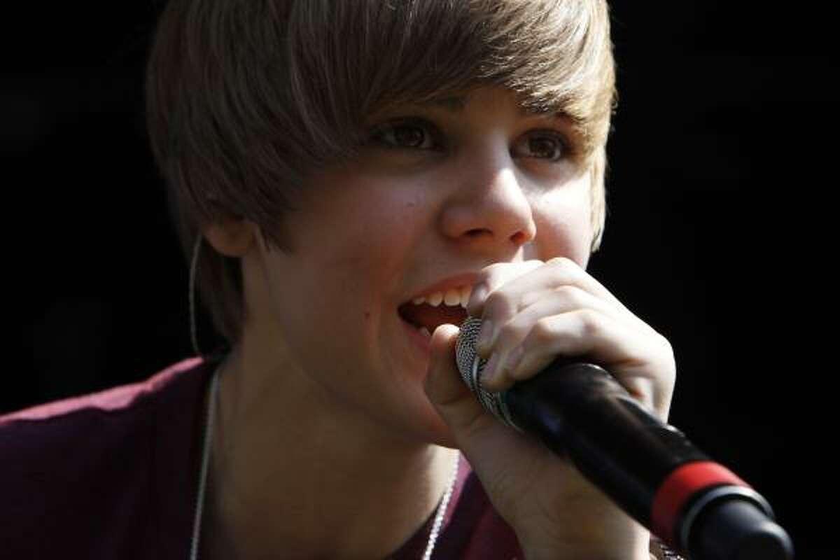 Justin Bieber, pop star