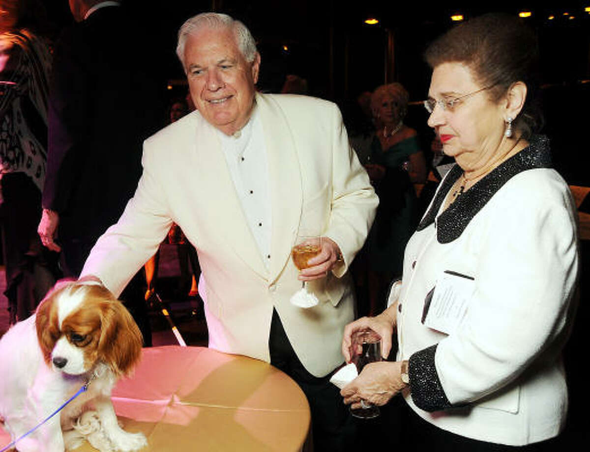 David McKeithan and Helen Shaffer look at one of the cuter auction items.