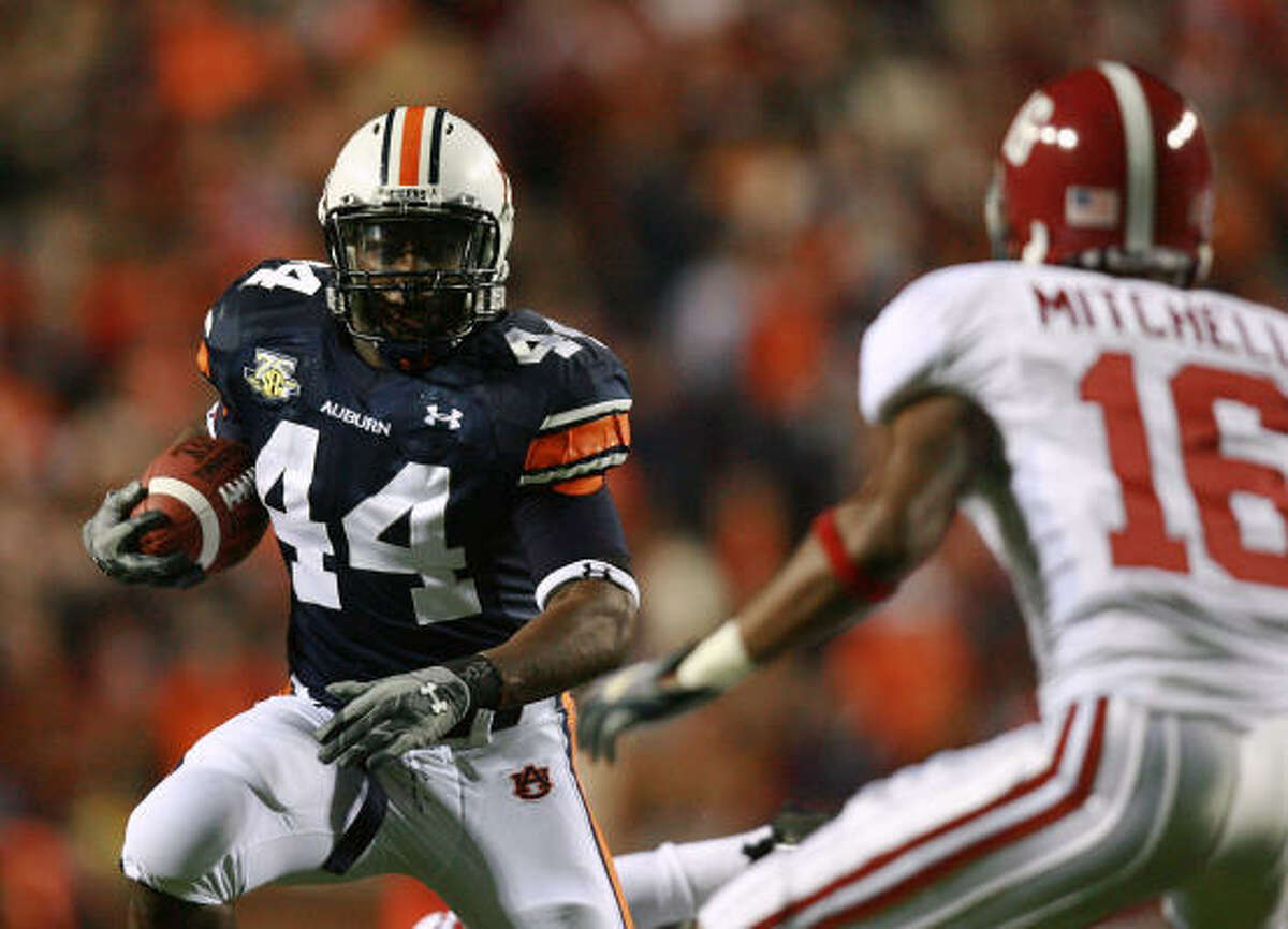 After trading down in the second round and allowing Minnesota to get Stanford's Toby Gerhart, the Texans traded to move back up in the second round to select Auburn running back Ben Tate.