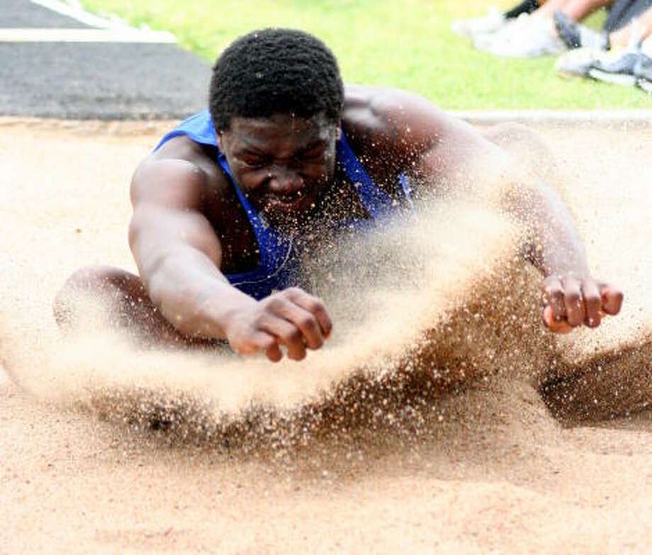 It's a messy landing for this athlete. Photo: Gerald James, Chronicle