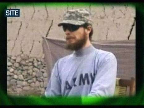 El soldado Boew Bergdahl en un video emitido el miércoles 7 de abril de 2010 por los talibanes y difundido por Site Intelligence Group. (Foto AP/Site Intelligence Group) MANDATORY CREDIT: SITE INTELLIGENCE GROUP; ON-SCREEN LOGO MUST NOT BE OBSCURED; NO SALES Photo: AP