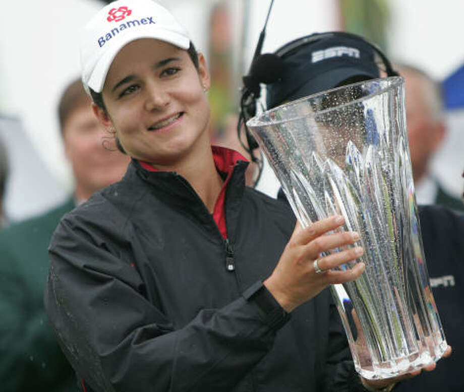 Ochoa holds up the trophy after winning the Sybase Classic golf tournament in Clifton, N.J., on May 18, 2008. Photo: Rich Schultz, AP
