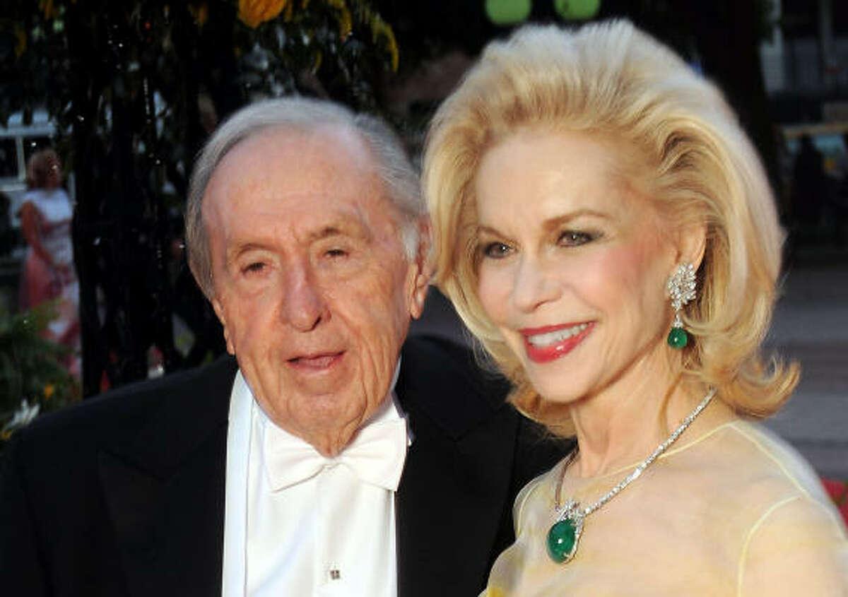 Oscar Wyatt made a surprise $1 million donation to Houston Grand Opera to establish the Lynn Wyatt Great Artists Fund.