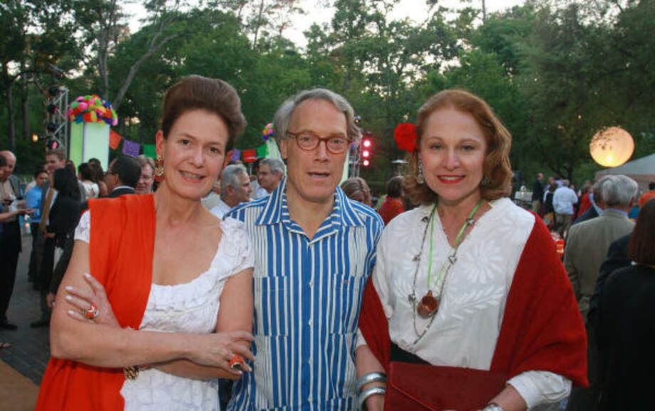 Betty and Stephen Newton, from left, with Minnette Boesel at La Noche de los Arboles, the 16th annual Root Ball, benefiting Trees for Houston. Photo: Gary Fountain, For The Chronicle