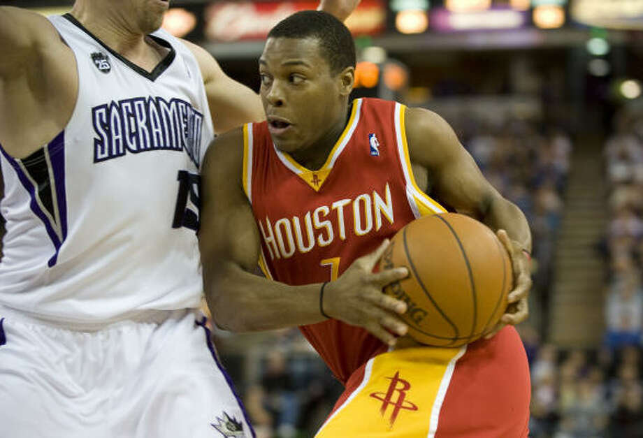 Kyle Lowry scored 14 points off the bench for the Rockets in their road win. Photo: Carl Costas, MCT