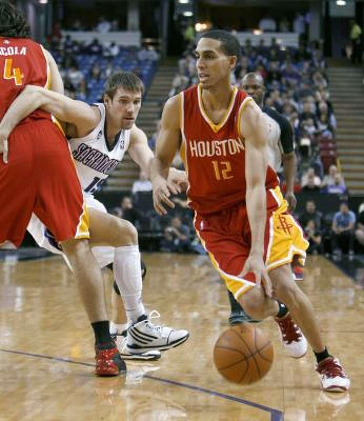 Rockets guard Kevin Martin, right, scored 39 points in his return to Sacramento, where he played before the trade involving Tracy McGrady.
