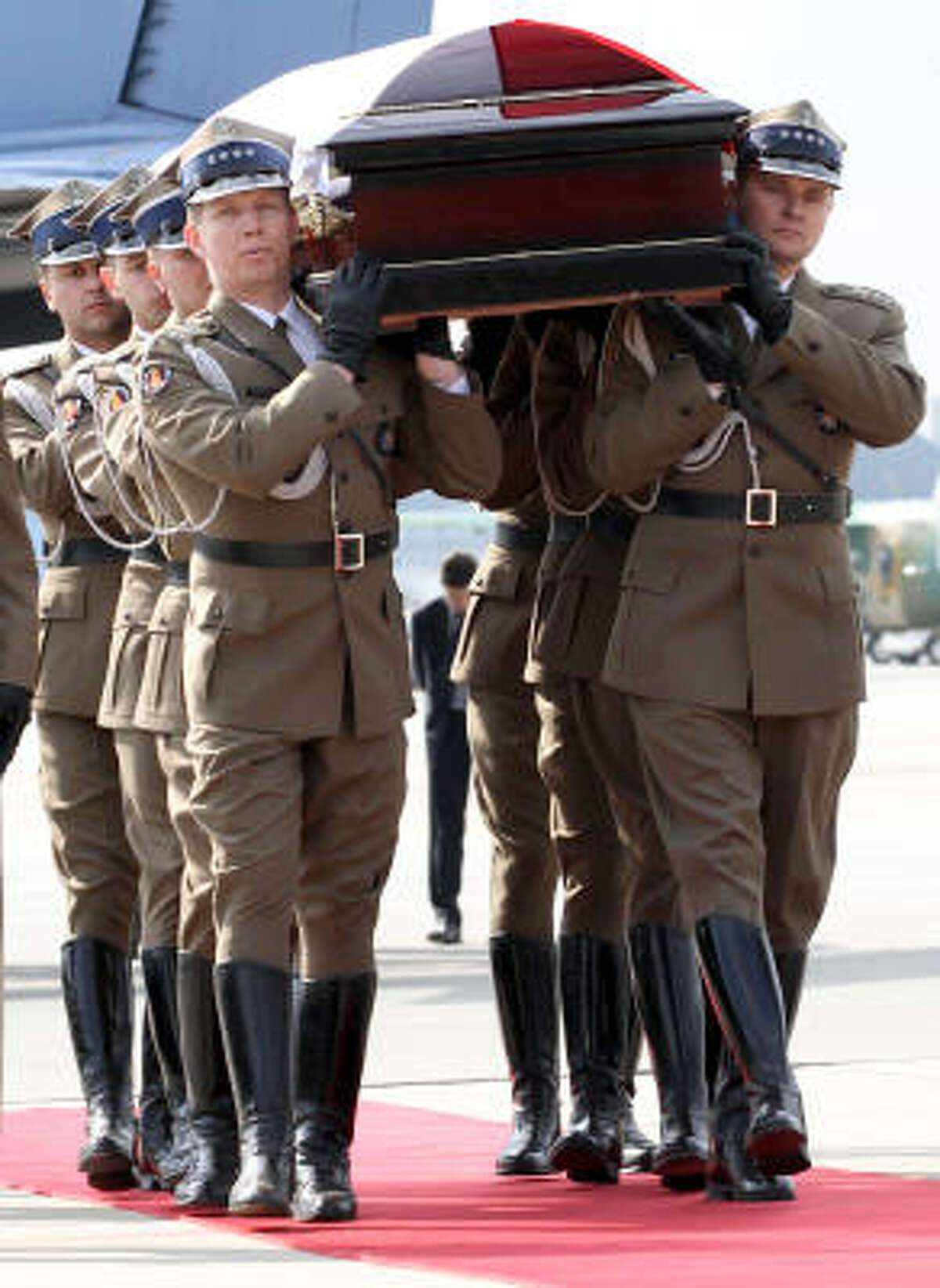 Soldiers carry the coffin of President Lech Kaczynski after its arrival in Warsaw on Sunday.
