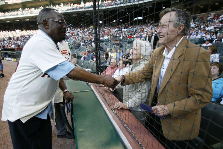 Former President George H. Bush and his wife Barbara greet Jimmy Wynn. Photo: Karen Warren, Chronicle