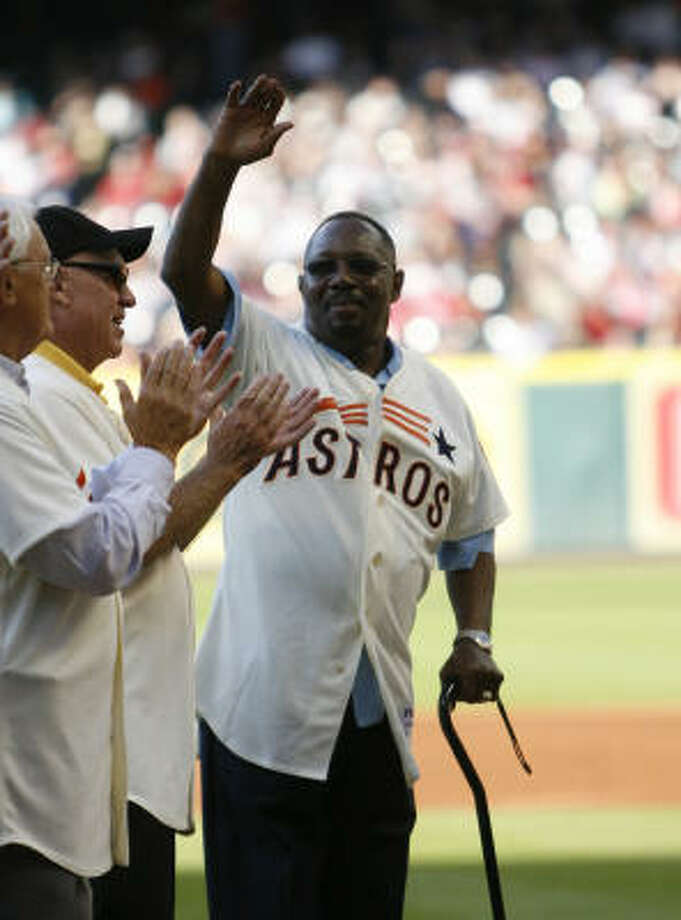 Jimmy Wynn waves as he and others were honored during Turn Back the Clock ceremonies. Photo: Karen Warren, Chronicle