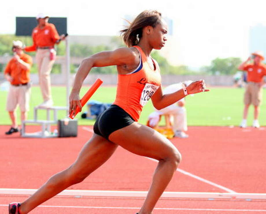 La Porte's Consuela Linsey in stride. Photo: Gerald James, Chronicle