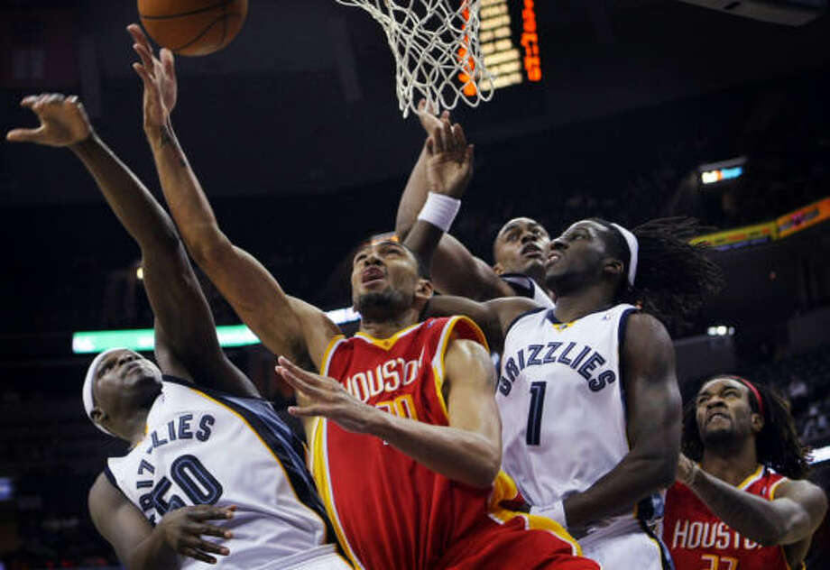 Rockets forward Jared Jeffries shoots under pressure form Grizzlies forward Zach Randolph. Jeffries finished with 12 points and 10 rebounds. Photo: Jim Weber, AP