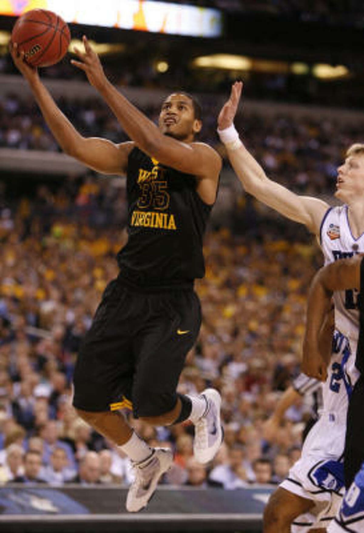 West Virginia forward Wellington Smith drives to the basket past Duke forward Kyle Singler.